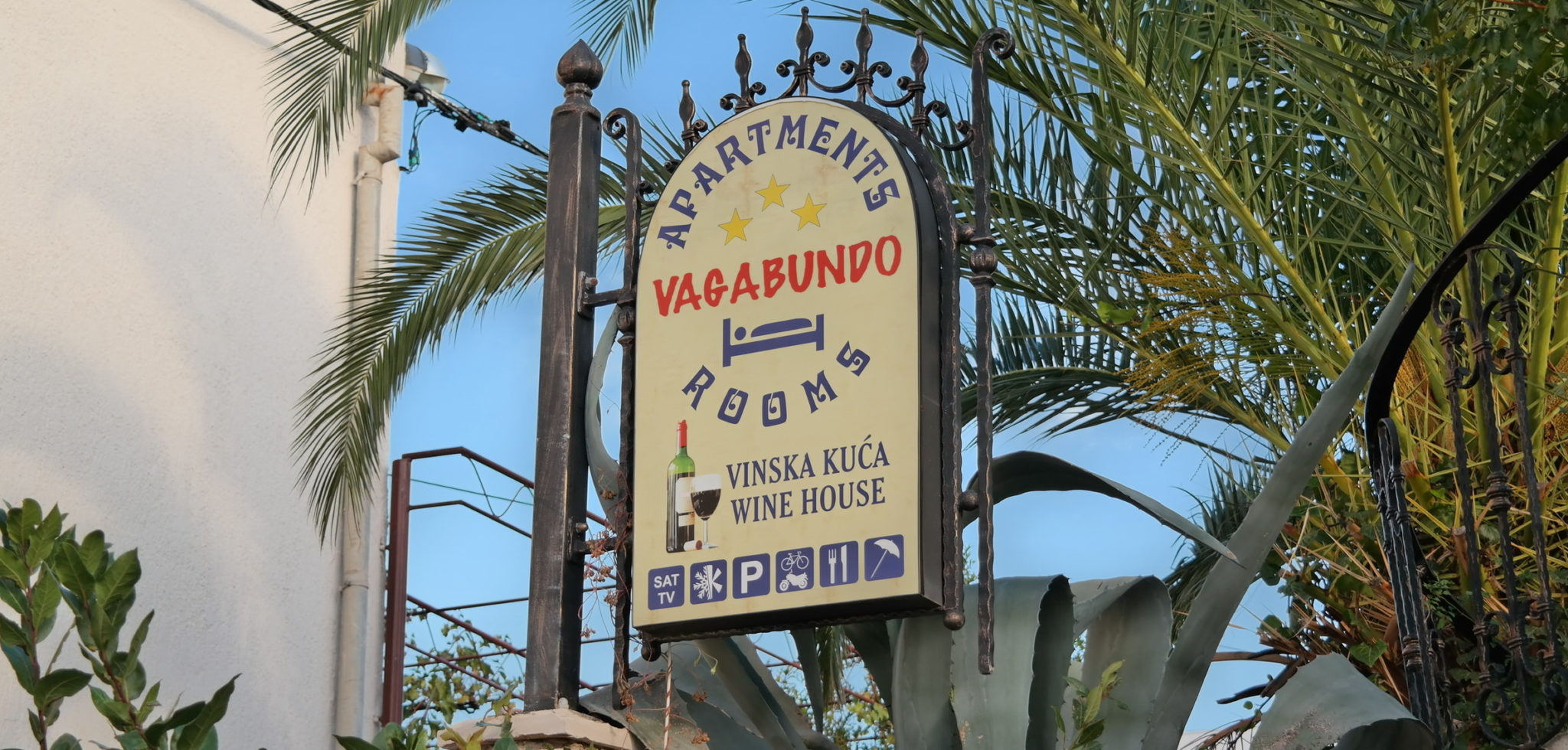 the sign of vagabundo apartments